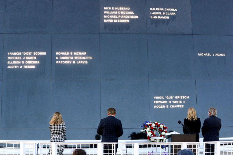 Een minuut stilte in het Kennedy Space Center in Florida ter herdenking aan de astronauten van het 35 jaar geleden ontplofte ruimteveer Challenger.  Beeld AP