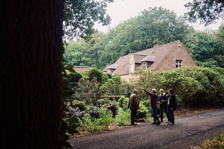 Familie-uitje: Annelies op pad met haar vader, oom Willy en neef Siegfried. Beeld Thomas Sweertvaegher