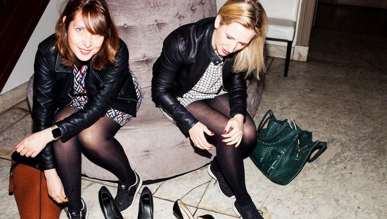 Vivianne Bendermacher (l) en Tamira van Roeyen van Techionista.com. 'Meisjes onderschatten vaak hoe goed ze zijn in exacte vakken' Beeld Renate Beense