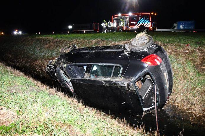 Eén van de auto's kwam terecht in een sloot.