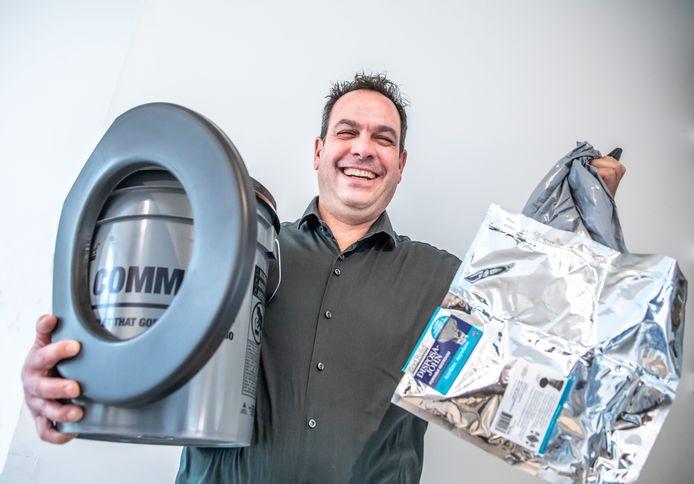 De Zwolse ondernemer Julian van Dijk levert poepzakjes en andere wc-vervangers aan onder meer ProRail en Defensie.