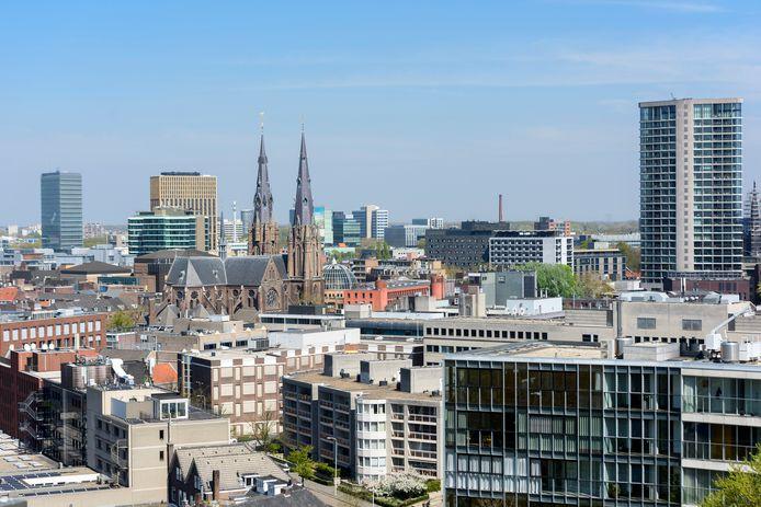 EINDHOVEN - Catharinakerk omringd door hoogbouw
