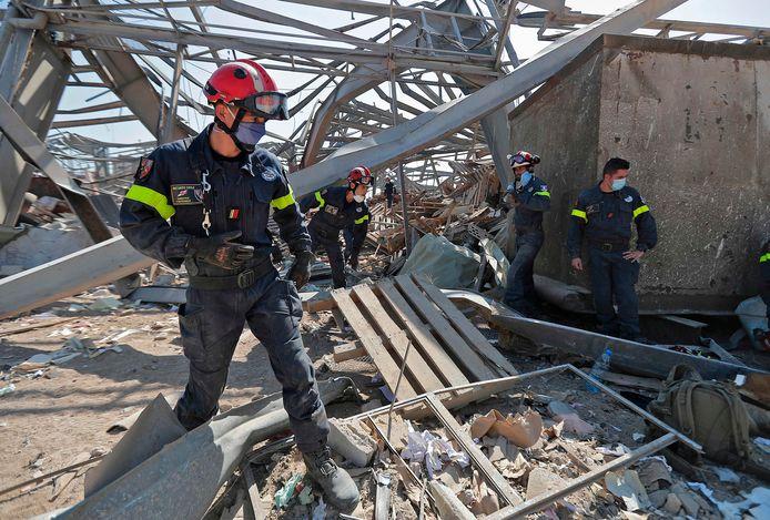 Franse reddingswerkers in het havengebied