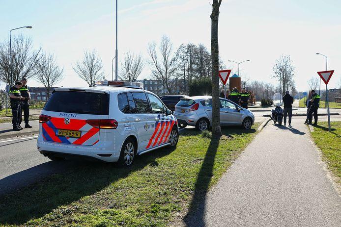 Een scooterrijder raakte gewond na een botsing op een rotonde in Oss.