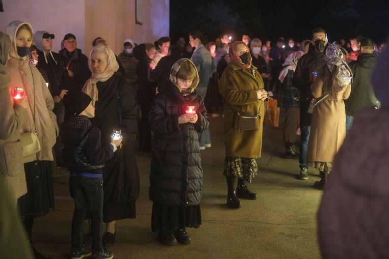 Een Russisch-orthodoxe paasnachtmis in Moskou. Beeld Geert Groot Koerkamp