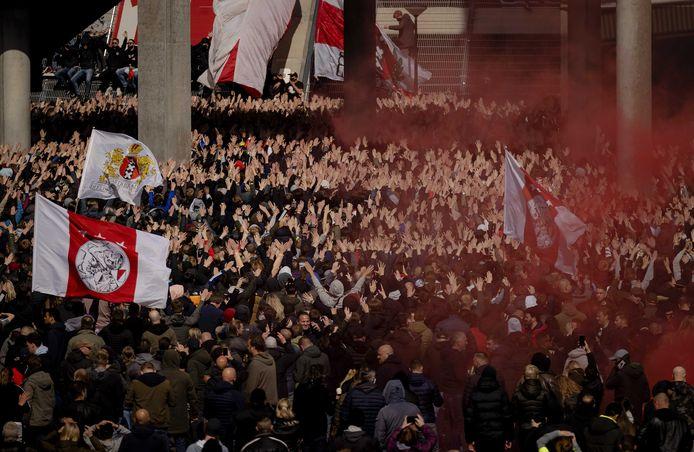 Supporters van Ajax vieren zondag bij de Johan Cruijff Arena de 35ste landstitel uit de clubhistorie.