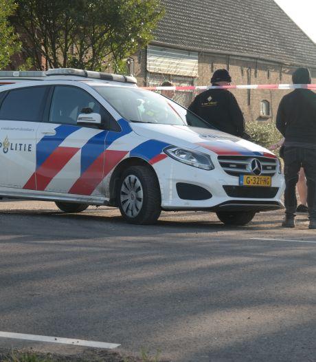 Politie rukt uit voor inval op erf in Zevenhuizen: 'Dit is geen kattenpis, niet een diefstalletje'