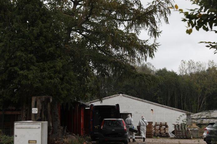 Het drugslabo was ondergebracht in een verlaten kippenstal achter een woning in Maasmechelen.