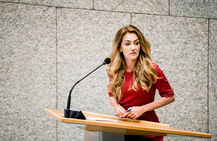 Dilan Yesilgoz (VVD) tijdens het wekelijks vragenuur in de Tweede Kamer.  Beeld ANP