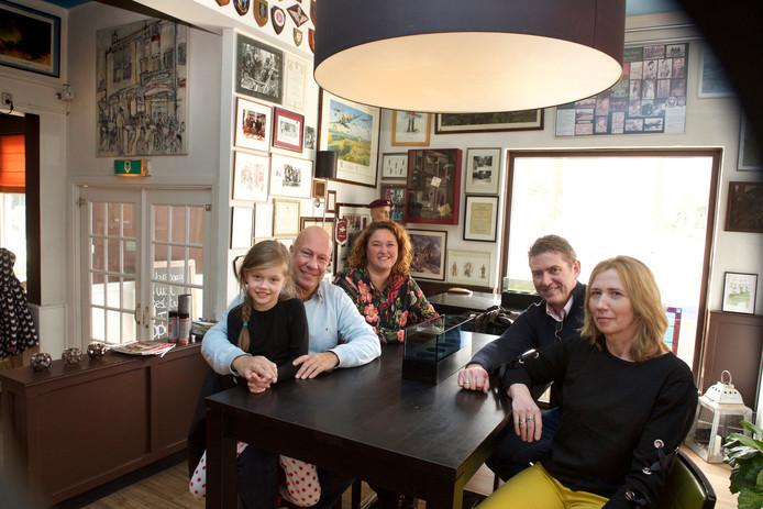 Robert en Suzan van Silfhout, links met dochter Kimberly, nemen Schoonoord over van John en Monique van der Heijden. De Airborne-traditie van de zaak blijft ook onder Van Silfhout centraal staan.