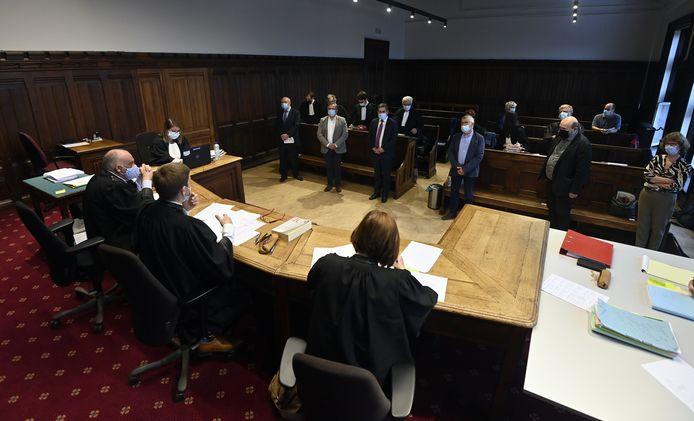 Georges Pire, Pol Guillaume, André Denis, Jean-Marie Gillon, Pierre Stassart et Catherine Maas sont photographiés lors de l'ouverture du procès de sept anciens membres du conseil d'administration de Publifin à la Cour d'appel de Liège, jeudi 3 juin 2021.