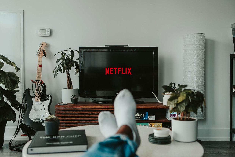 Tv-series bootsen steeds meer de vertelvorm van de roman na, schrijft twintiger Charlotte Remarque.  Beeld Unsplash/Mollie Sivaram
