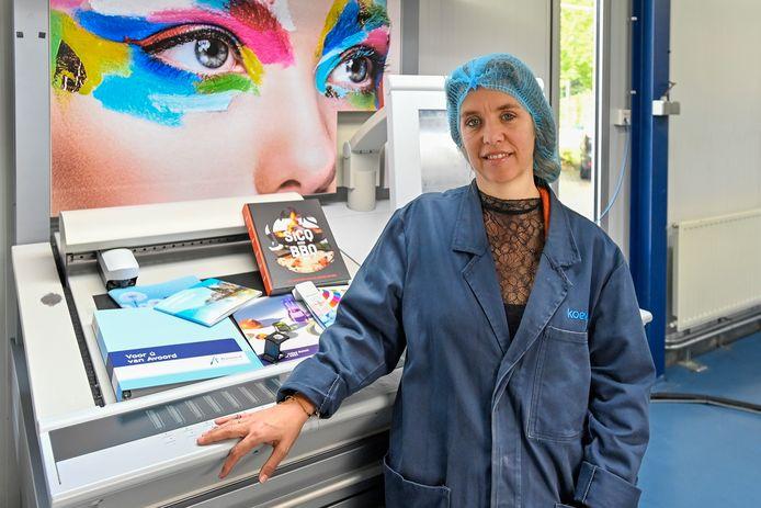 De kosten van inkoop van papier zijn fors hoger geworden weet Fanny Harreman, die de verkoop en marketing doet voor Drukkerij Koevoets.