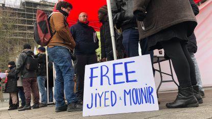 """Vakbonden eisen vrijlating van twee mensen zonder papieren: """"Antwoord op vraag waarom ze vastzitten, blijft uit"""""""