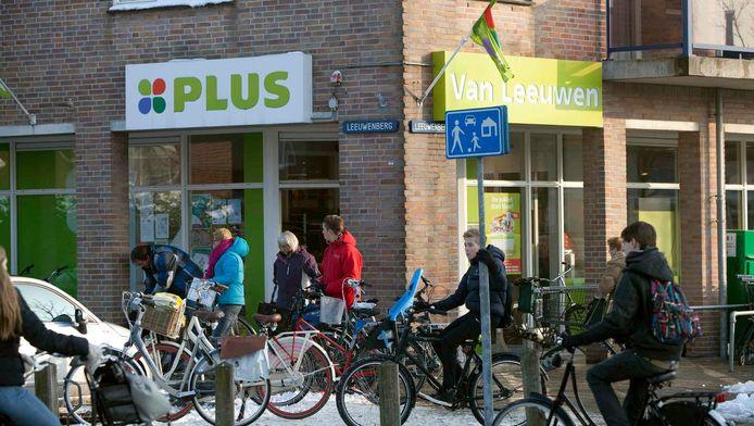 De Plus-supermarkt in hartje Den Hoorn.