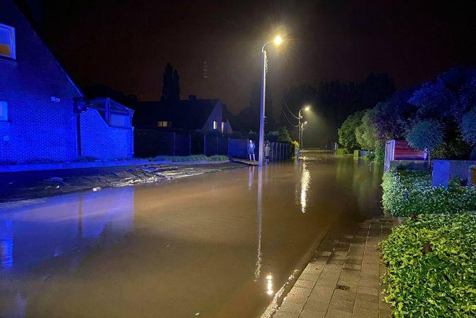 Stichelendries in Oordegem kwam volledig onder water te staan.