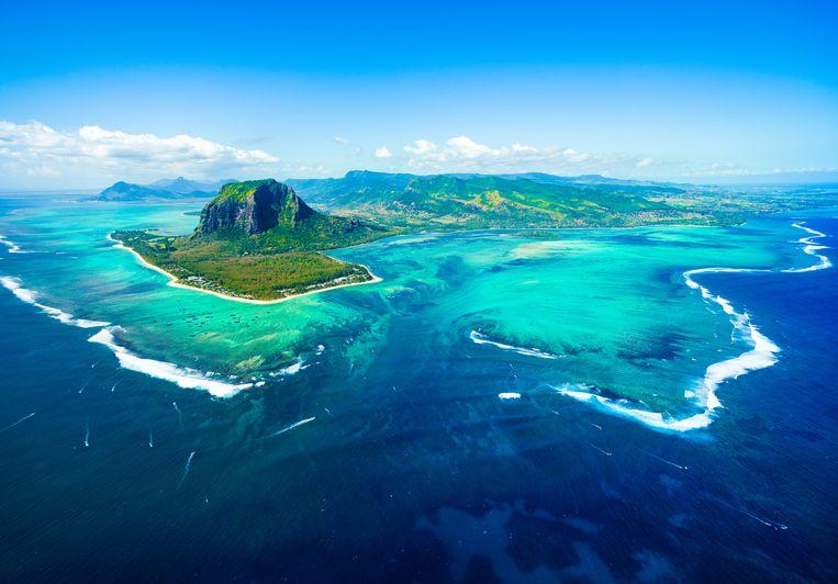 Boven op de keuze voor Luxemburg gebeurt nog eens een deel van de investeringen via Mauritius, terwijl geen enkele investering daadwerkelijk op dat eiland plaatsvindt. Er wordt alleen gebruikgemaakt van een postbusadres. In de jaarrekeningen van het fonds staat letterlijk te lezen dat de passage via Mauritius  (foto) belastingvrijstellingen oplevert. Beeld Thinkstock