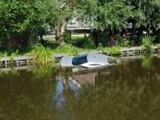 Automobilist rijdt water in bij Reeuwijk