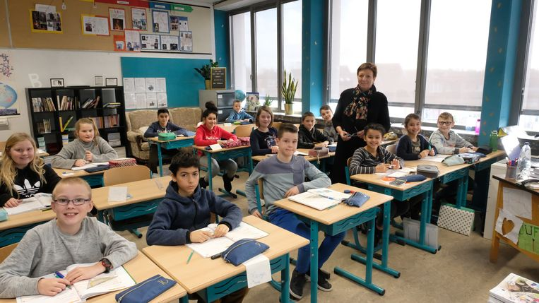 Juf Raph staat vijf jaar na haar pensioen terug voor de klas.