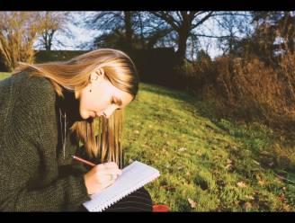 """Zangeres Luka (17) brengt tweede single uit: """"Ik zie me geen nummers schrijven over de zon en de zee. Ik heb diepgang nodig"""""""