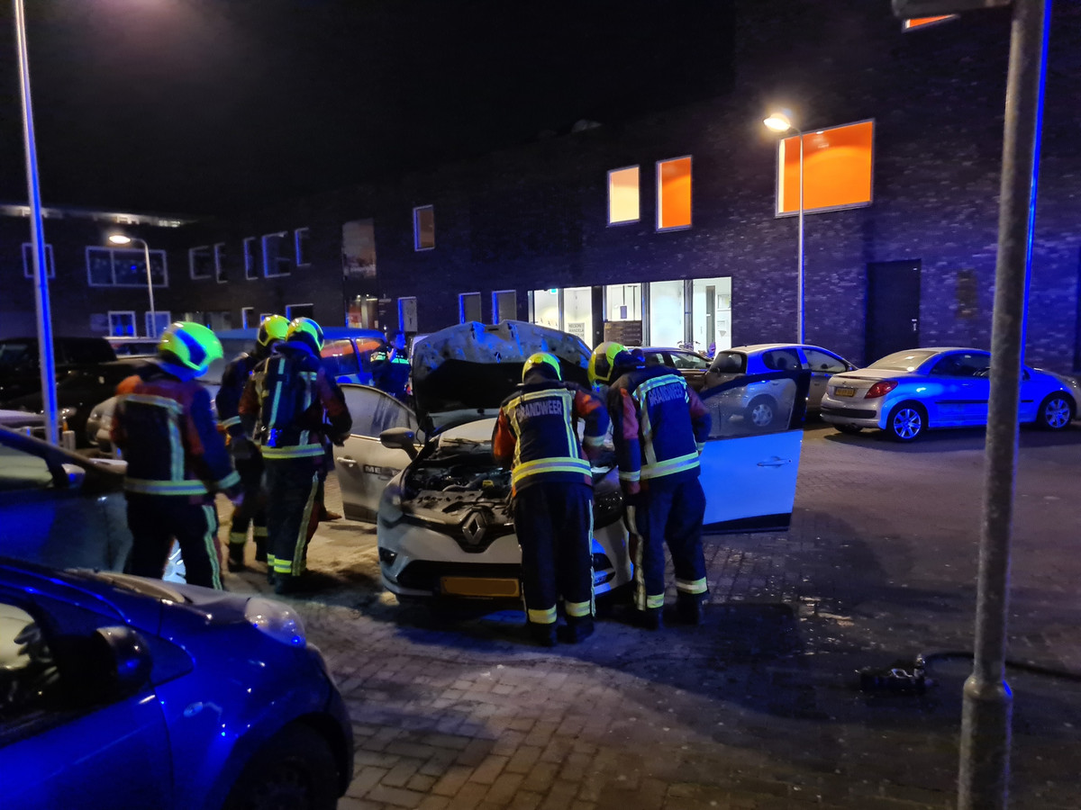 Dinsdagavond 23 februari rond 21.45 uur was brand ontstaan in een auto op de parkeerplaats aan de Bernadottelaan in Gouda.