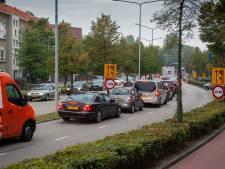 Omleidingsroute richting Zuidwal Den Bosch stopt abrupt, werk aan stoplichten zorgt voor lange rijen