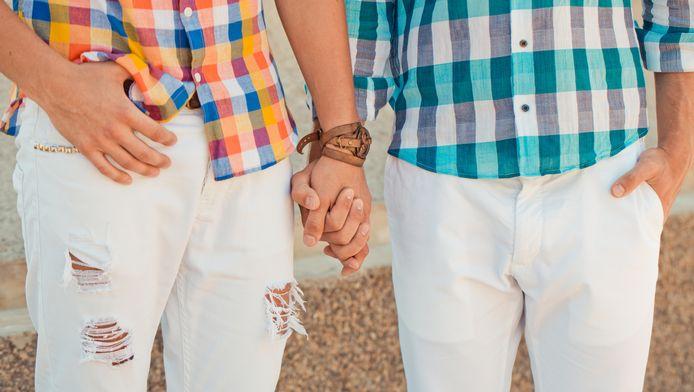 Het homohuwelijk bestaat vrijdag 15 jaar in Nederland. Uit onderzoek blijkt dat vrouwenparen sneller scheiden dan mannenparen.