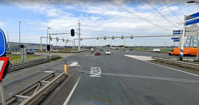 De Hoefweg (N209) ter hoogte van de afslag naar de A12.