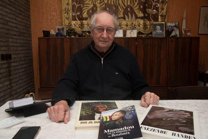 Achiel De Vuyst schreef twee boeken over de Frans Senegalese dokter Mamadou.
