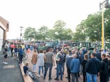 Fel verzet tegen windmolens in Vriezenveen: plein voor gemeentehuis vol trekkers