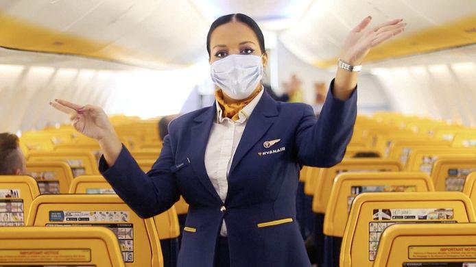 """""""Malgré des recommandations européennes concernant le service à bord, notre employeur a continué à exiger de nous que nous assumions le service à bord comme s'il n'y avait jamais eu de crise, avec pour tout matériel de protection, quelques masques en tissu non homologués"""", accuse la CNE."""