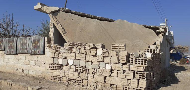 Een huis in puin vlakbij de inslag in Assadiyah in Noord-Syrië. Beeld Kamiran Sadoun