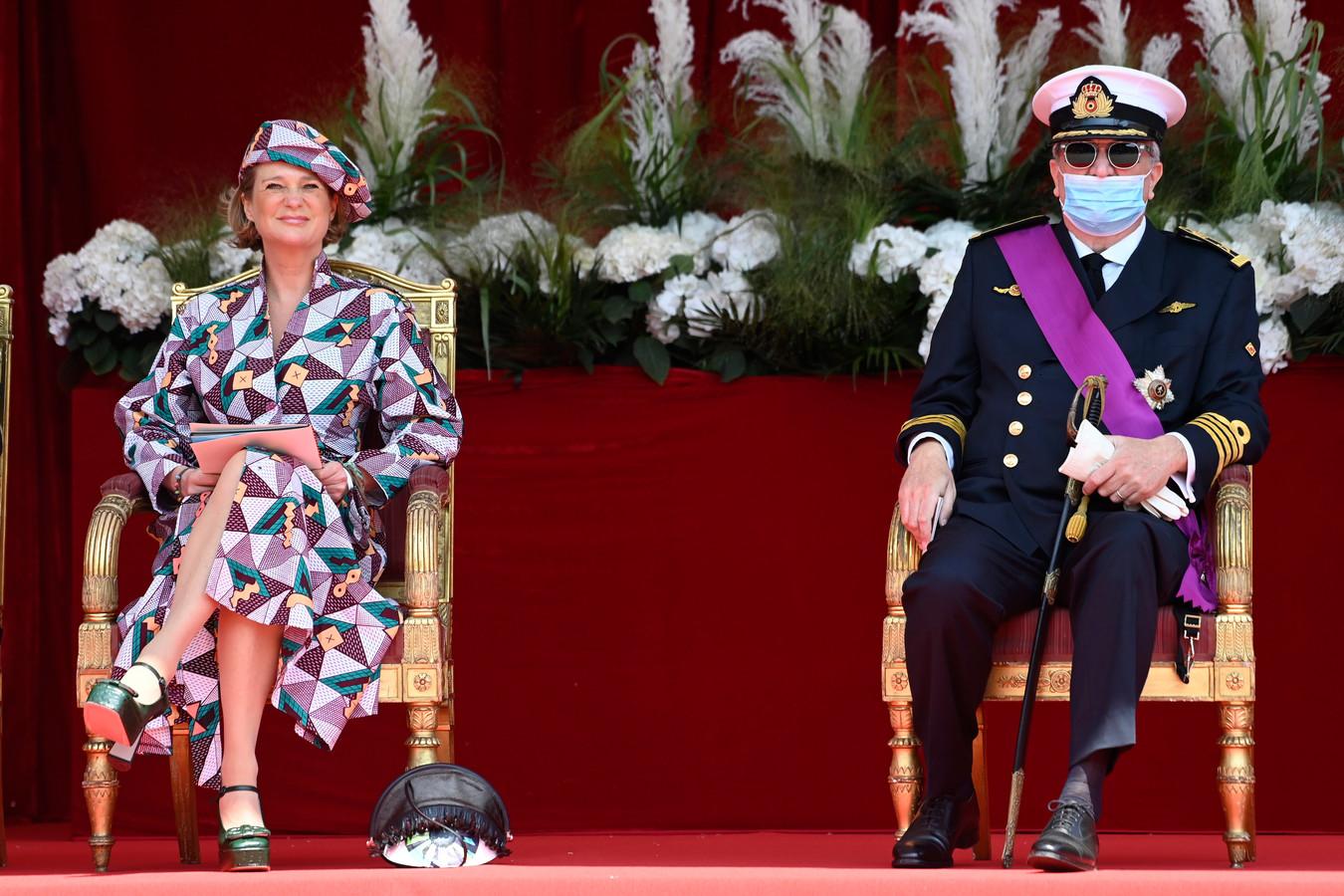 La princesse Delphine et le prince Laurent dans les tribunes du défilé militaire.