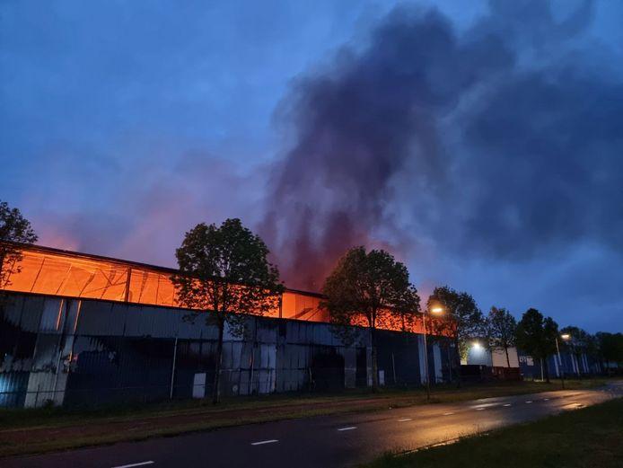 Brand bij Knol Papierrecycling in Hengelo.