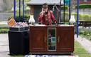 Waregem Dj De Man van Atlantis draait plaatjes voor bewoners en personeel van zorgcentrum De Meers  ook video Henk Deleu