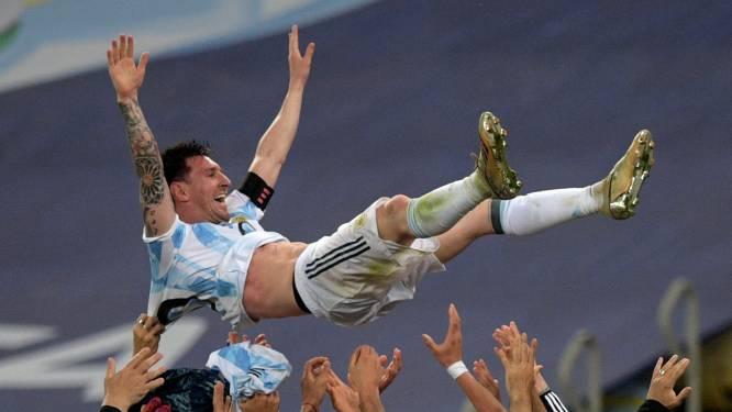 De beelden | Uitzinnige Messi danst met beker in Argentijnse kleedkamer