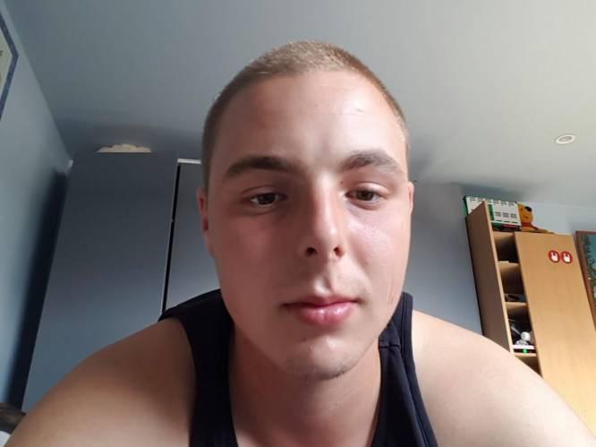 """""""Vriend bracht Jason nog naar ziekenhuis maar hij stierf er op de parking"""": 22-jarige vader overleden na messteek in buik, dader van 16 blijft opgepakt"""