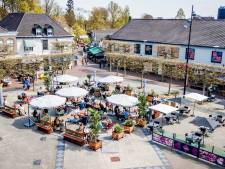 In de rij voor het grote terras op de Markt in Wijchen: 'We kunnen maar vijftig mensen kwijt'