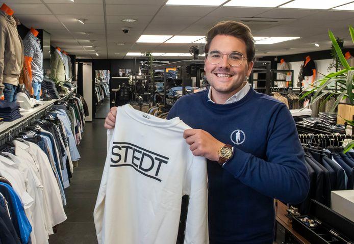 Natuur- en scheikundedocent Bauke Kniestedt (22) heeft samen met leerlingen van RSG Harderwijk een kledinglijn ontwikkeld, STEDT.