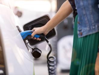 """Elke automobolist een elektrische wagen, maar hoeveel kost dat? """"Batterij kost steeds minder"""""""