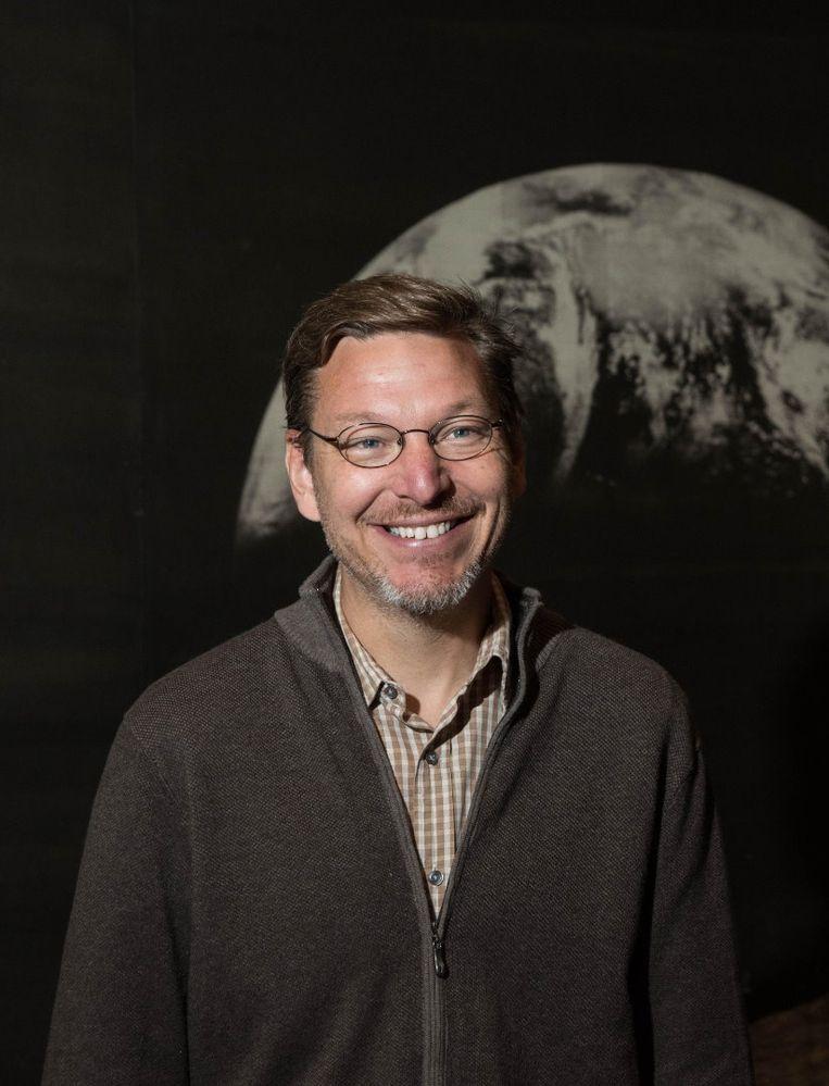 Mike Brown jaagt al jaren op Planeet 9. Beeld Calltech