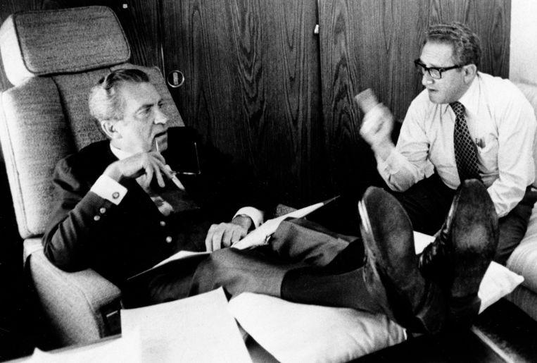 President Nixon met Henry Kissinger, minister van Buitenlandse Zaken. Beeld AP