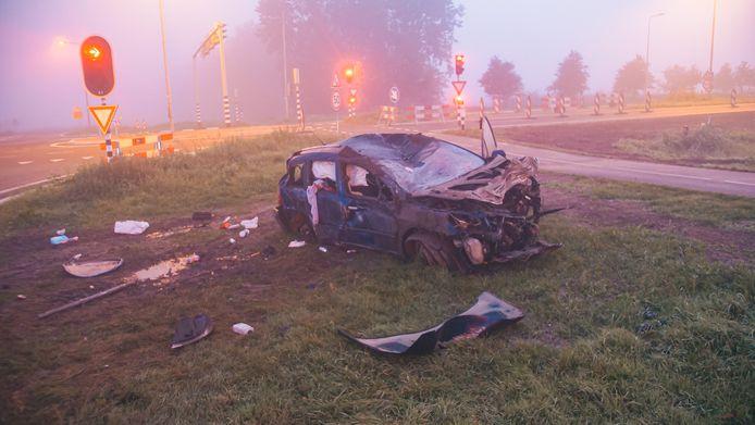 Zo liet een 36-jarige man uit Flevoland zijn auto achter nadat deze meermaals over de kop sloeg.