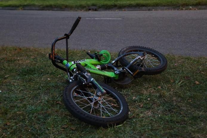 Een jongetje werd met zijn fiets aangereden