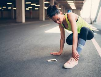Pijnlijke voeten na al dat wandelen of joggen? Podoloog deelt essentiële tips om kwaaltjes te voorkomen