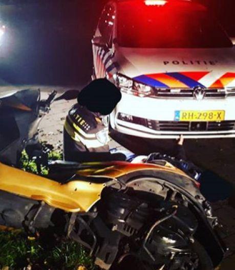 Man haalt gevaarlijke capriolen uit op driewiel-motor, politie houdt hem aan