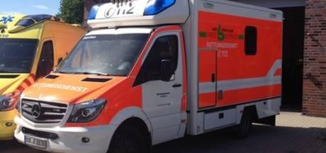 Scooterrijder zwaargewond bij botsing met vrachtwagen