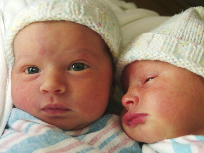 Wanneer twee baby's rond hetzelfde tijdstip geboren worden, maar niet op hetzelfde tijdstip verwekt zijn is er medisch gezien geen sprake van een tweeling maar van superfoetatie. © THINKSTOCK