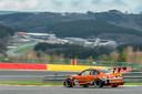 Een prachtige kiekje van het Circuit van Spa-Francorchamps met in de voorgrond de wagen van BS Racing Team.