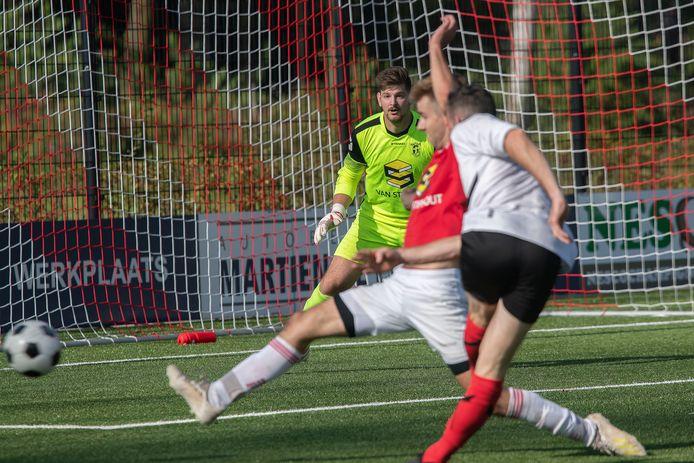 Paul van Heesch vorig seizoen in het doel bij Rhode in de thuiswedstrijd tegen EFC.